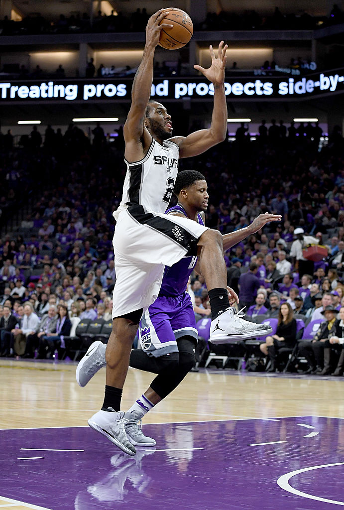 Kawhi Leonard Wears White/Black Air Jordan 31 PE (3)