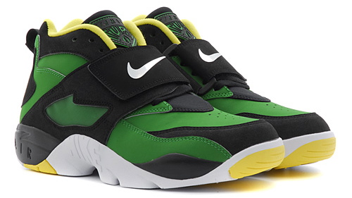 Nike Air Diamond Turf Oregon Ducks green and yellow