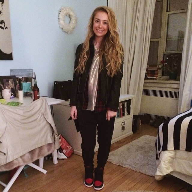 Taylor Howell wearing Air Jordan 1 Black/Red