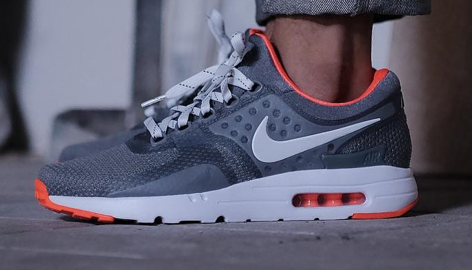 Pigeon Nike Air Max Zero 03