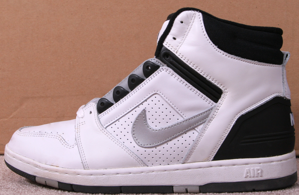separation shoes 9fb97 ed6fb Nike Air Force 2 High