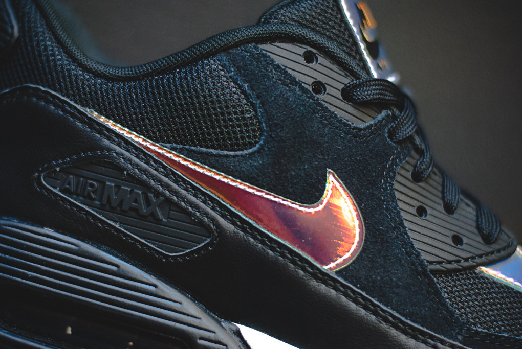 55ac691df2d7 ... Sole Iridescent Accents This New Colorway Of The Nike Air Max 90 .