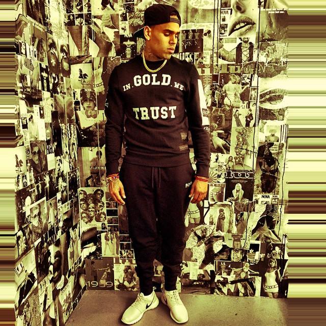 6ddf1f86326a Chris Brown wearing Nike Roshe Run