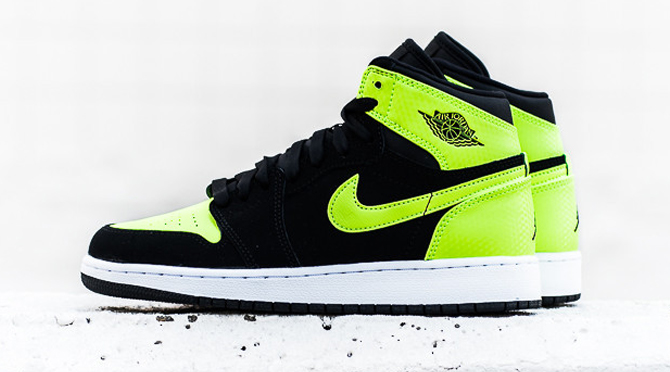 online store 44461 38a8b Shades of 'Old Love' on These Air Jordan 1s   Sole Collector