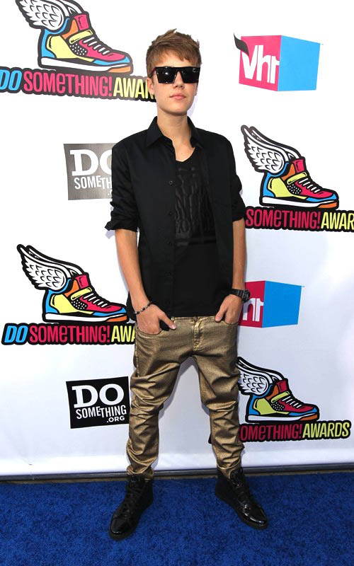 Justin Bieber wearing Louis Vuitton Punchy Glitter Sneakers 967b260986