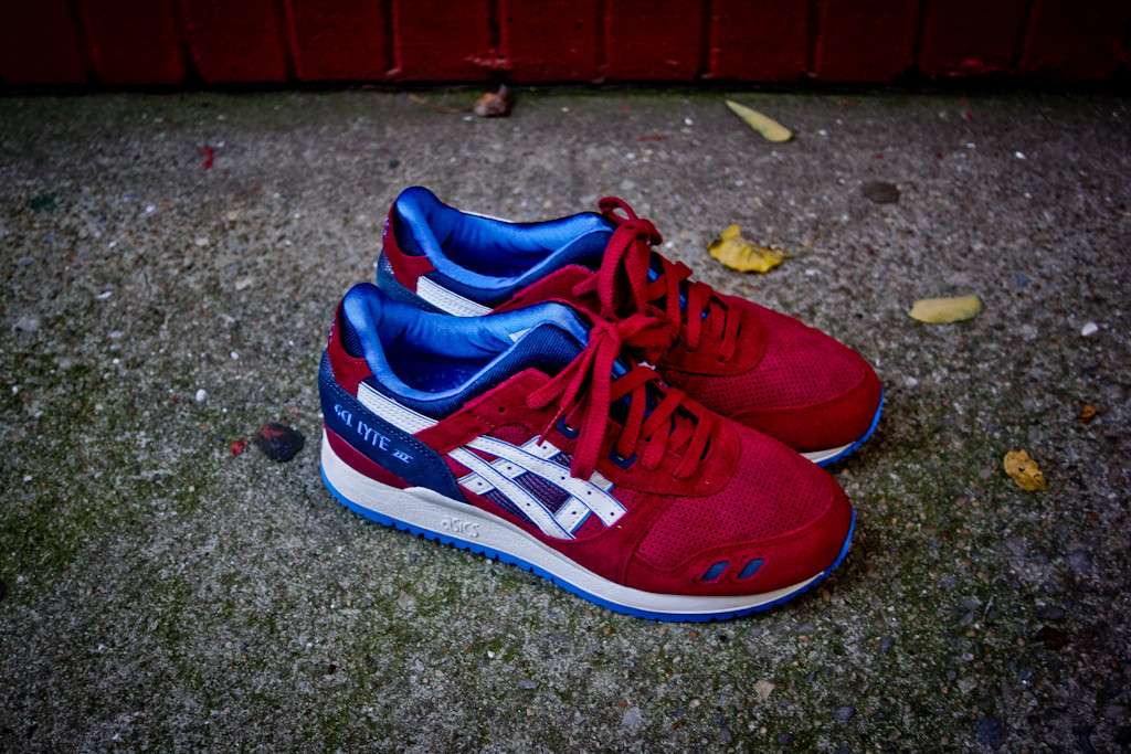 ASICS Gel Lyte III in Maroon and Blue