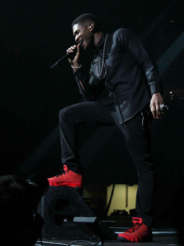finest selection ade6a 5b26c Usher Wears Air Jordan 9