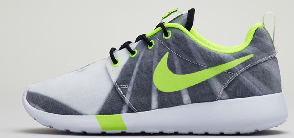 Nike Roshe Run Obsidian Volt White