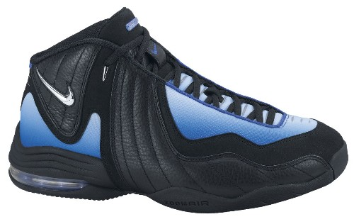 Kevin Nash wearing the Nike Air Garnett III