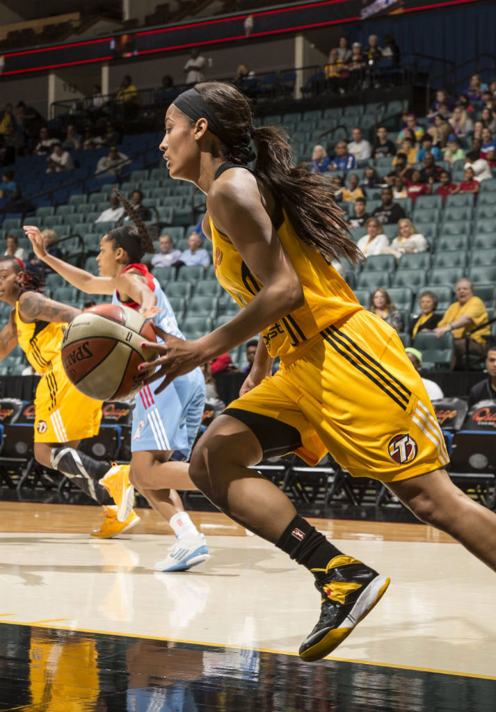 Skylar Diggins wearing Nike Zoom Soldier VII PE (2)