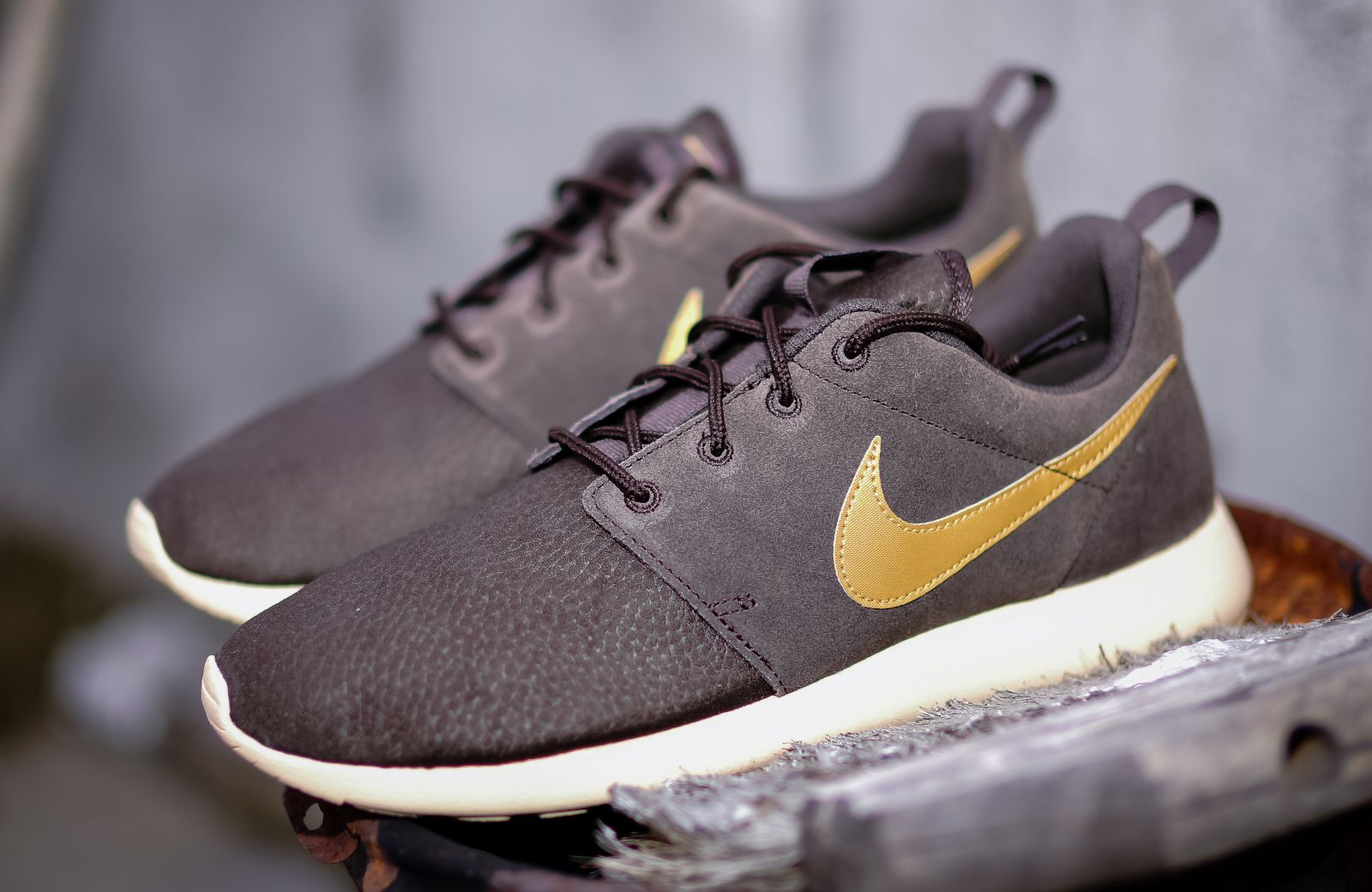 white nike roshe with gold swoosh