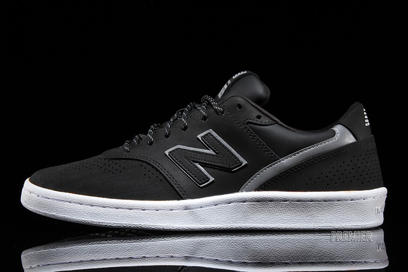 New Balance 700