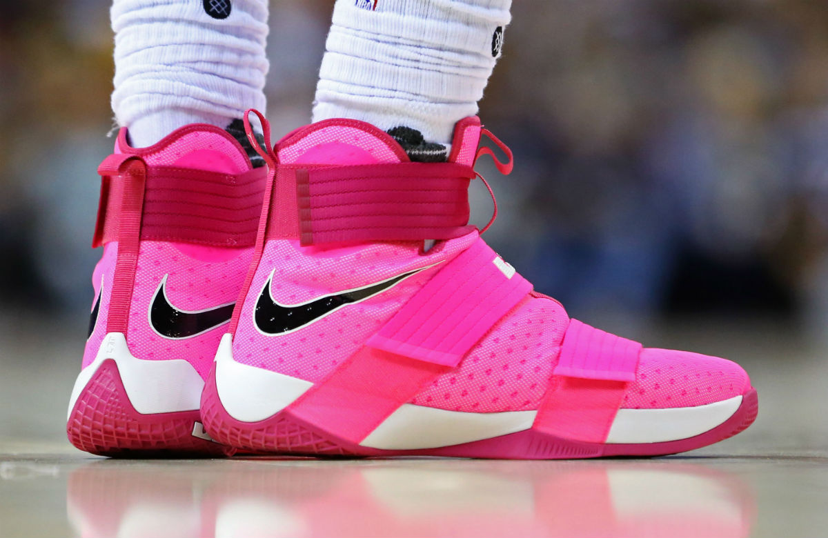bf8eb70bcfdf9 ... hot lebron james wearing pink nike lebron soldier 10 for breast cancer  awareness shoes ffbbb e7e56
