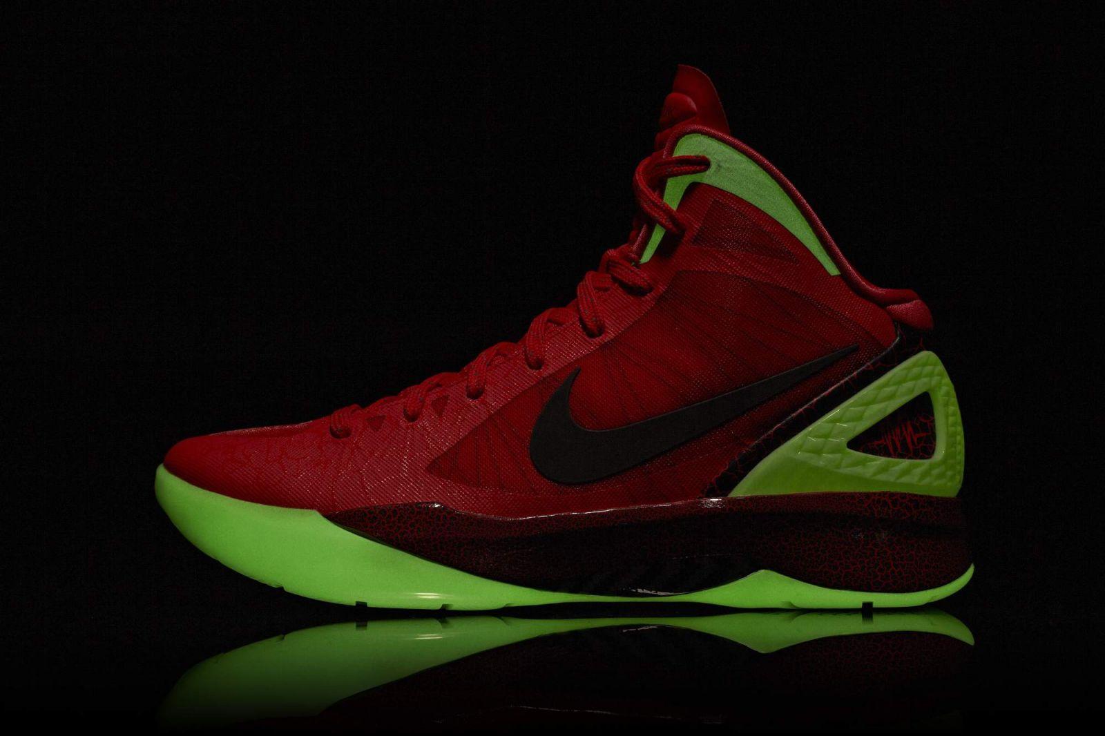 52523d253850 First Look  Nike Hyperdunk 2011 - Blake Griffin Dunk Contest Player ...