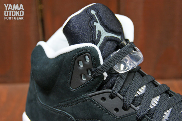 Air Jordan 5 Retro in Black Cool Grey and White tongue