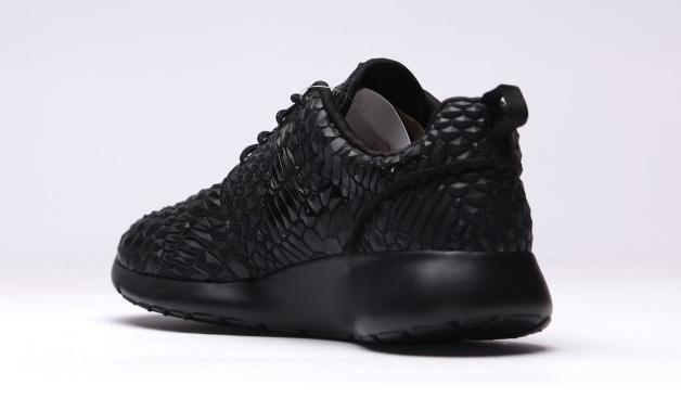 vente chaude en ligne ff8c3 e02ae The Nike Roshe Run Just Got Weirder | Sole Collector