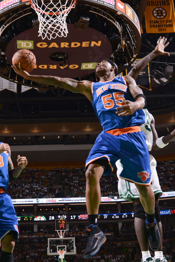 Quentin Richardson wearing Air Jordan II 2 New York Knicks Away PE