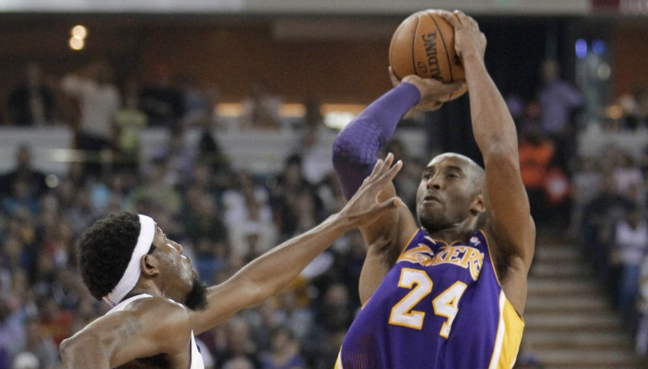 Kobe Bryant Passes Wilt Chamberlain On All-Time Scoring List In Nike Kobe 8 System (7)
