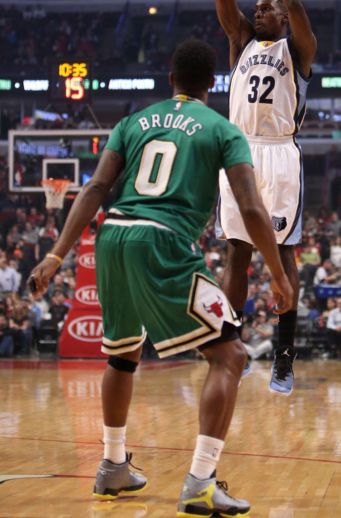 Aaron Brooks wearing Air Jordan XX9 29 Oregon Ducks PE (1)