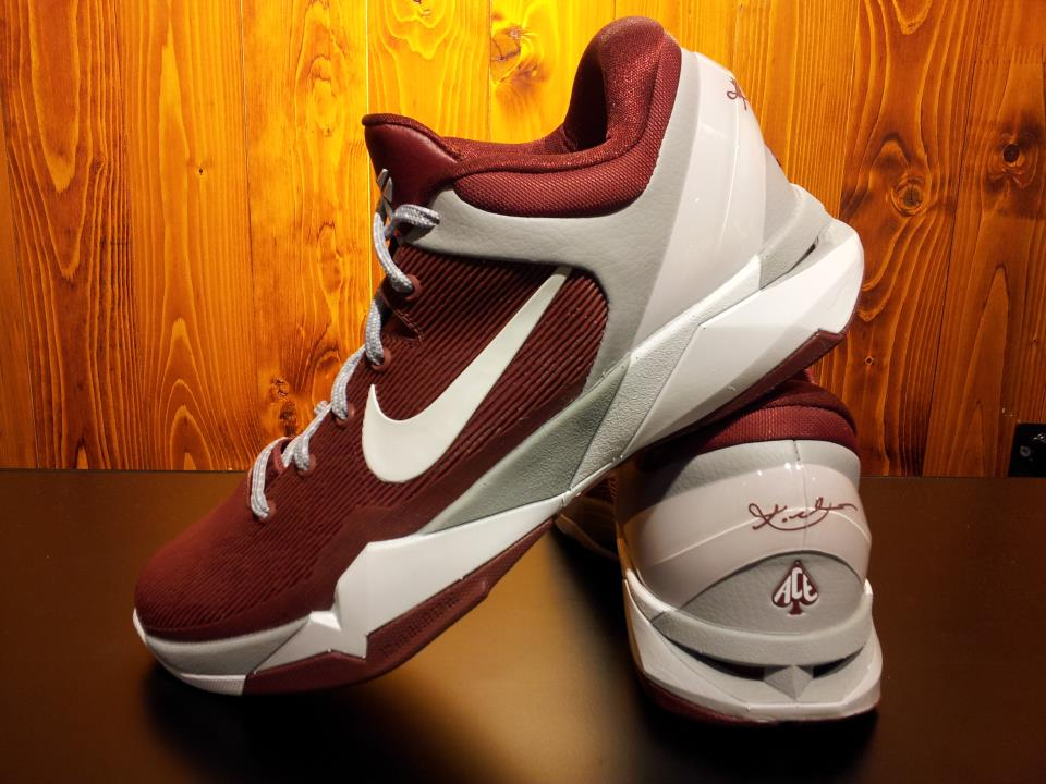 Nike Kobe VII Lower Merion Aces Away (1)