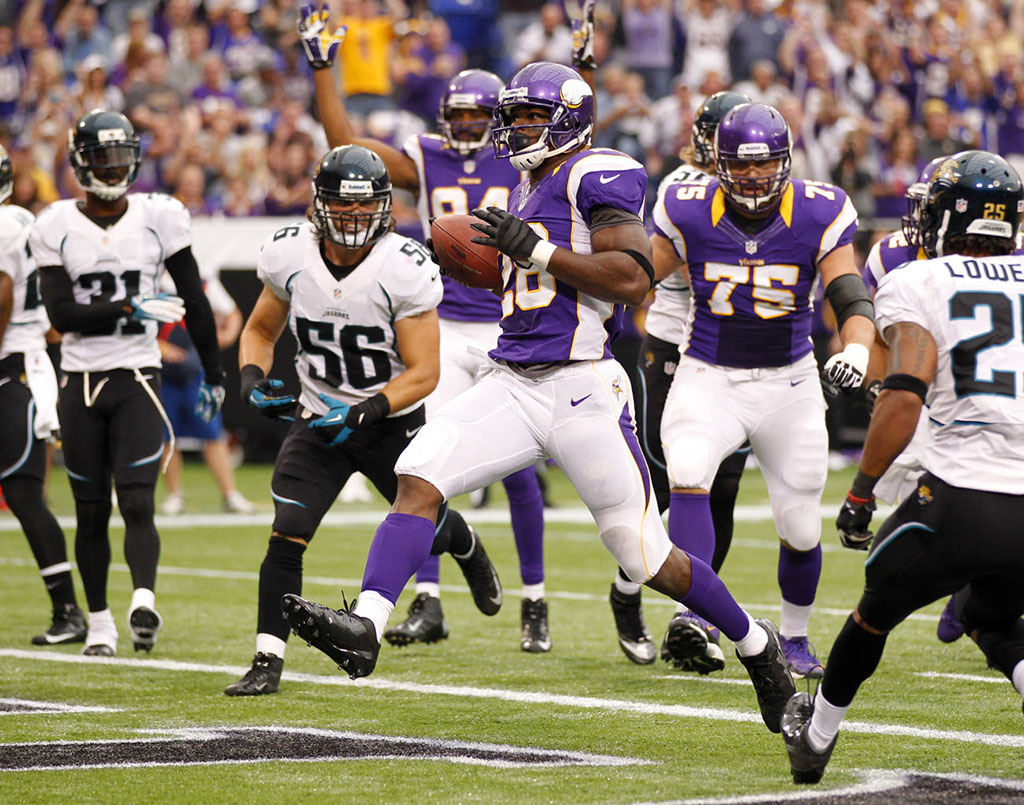 Adrian Peterson Returns to the Field in adidas adiZero 5-Star Mid (4)