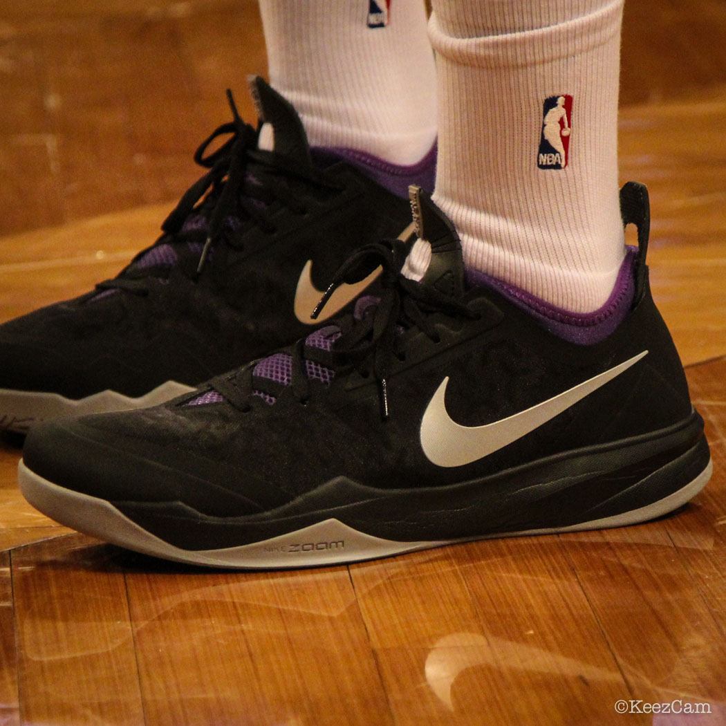 Travis Outlaw wearing Nike Zoom Crusader