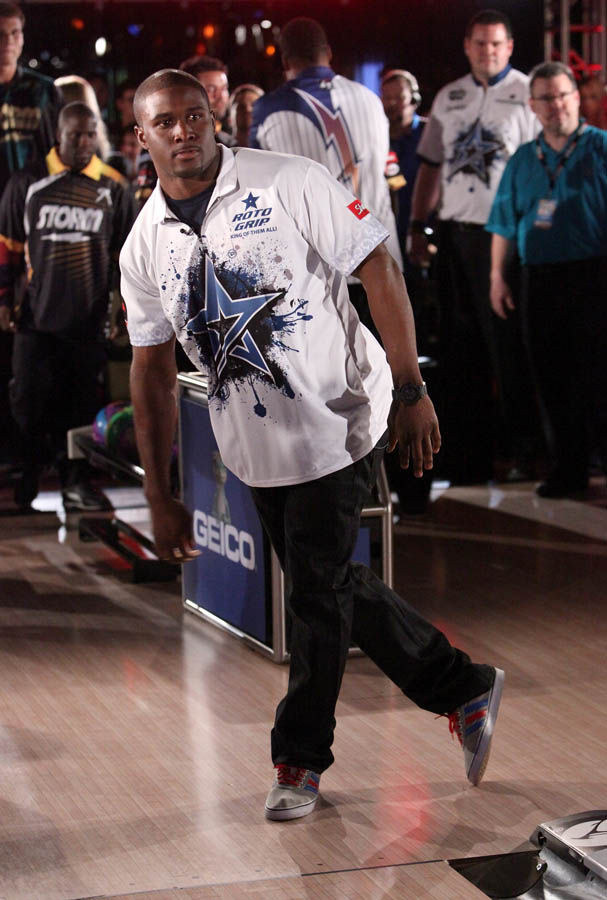 Chris Paul PBA Celebrity Bowling Tournament 2012 - Reggie Bush (2)