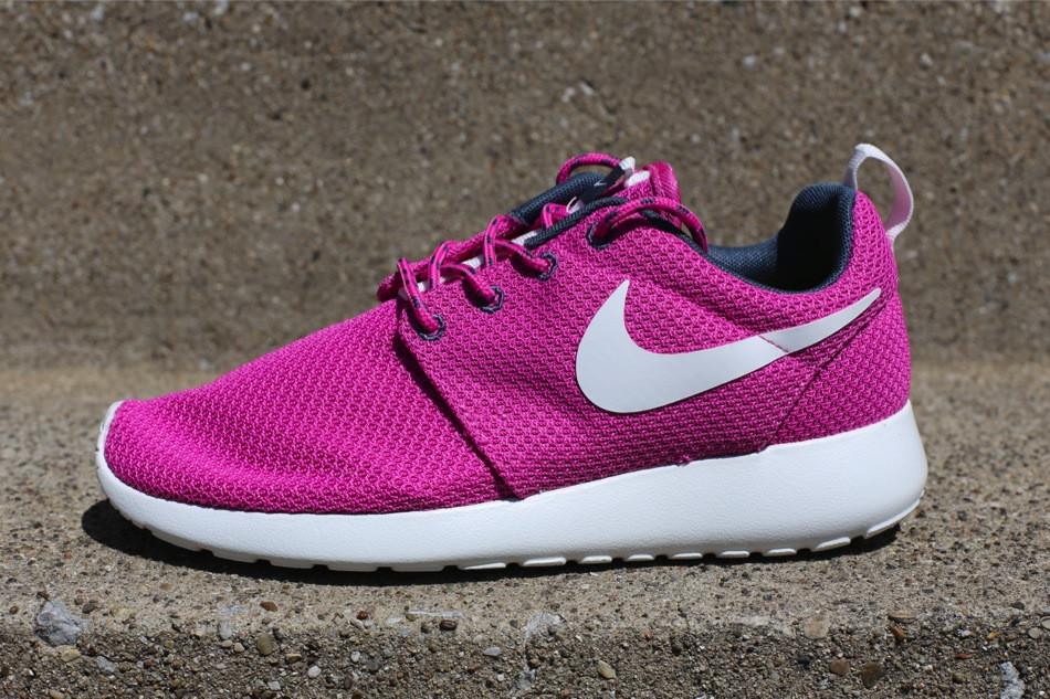 pink roshe runs