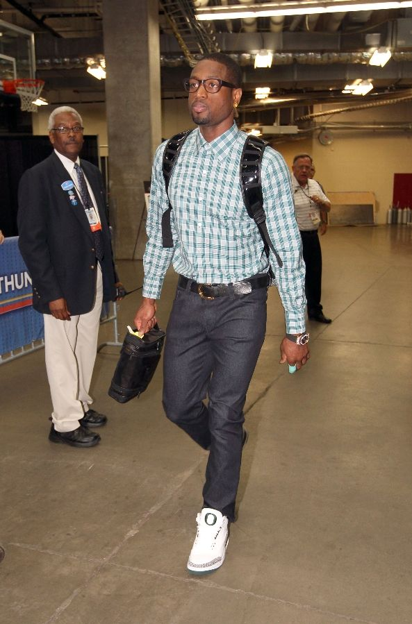 Dwyane Wade wearing Air Jordan III 3 Oregon Home