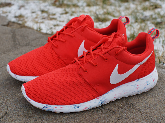 nike roshe red and white