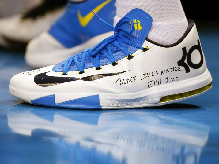 Kevin Durant uses his sneakers to send a message about recent police  violence.