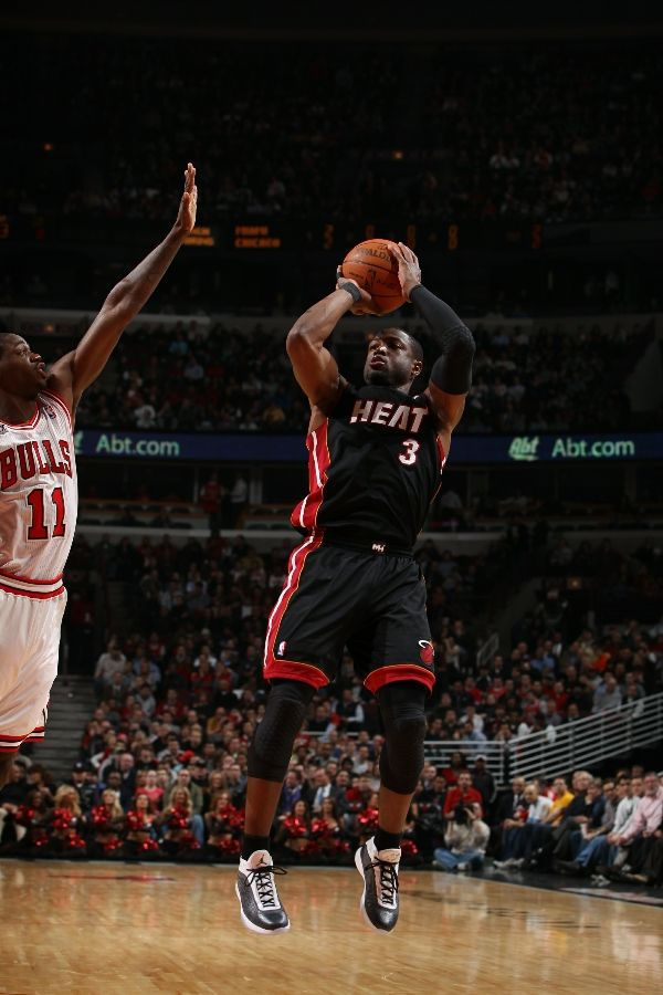 Dwyane Wade wearing the Air Jordan 2010.