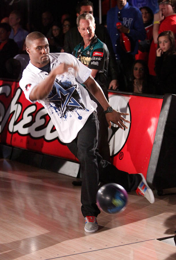 Chris Paul PBA Celebrity Bowling Tournament 2012 - Reggie Bush (3)