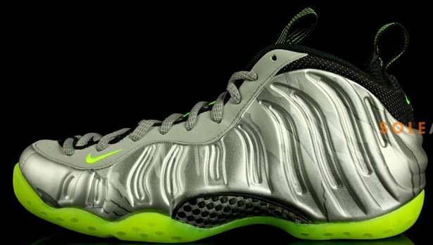 Nike Air Foamposite One Premium Metallic Silver/Volt-Black-Metallic Cool Grey