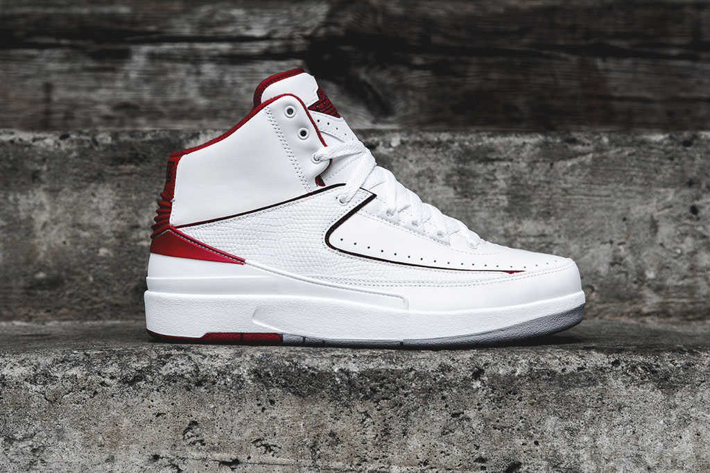newest 49bc2 2ee2b Air Jordan 2 Retro - White Red