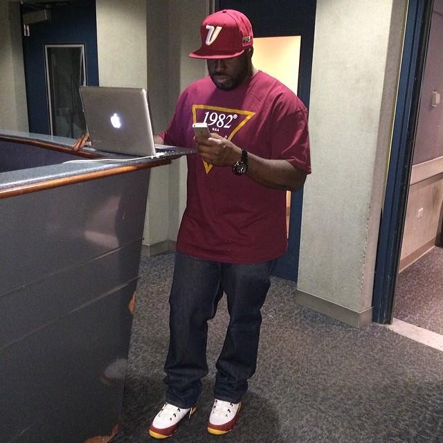 5c4176af2d36a4 DJ Funk Flex wearing Air Jordan IX 9 Bentley Ellis