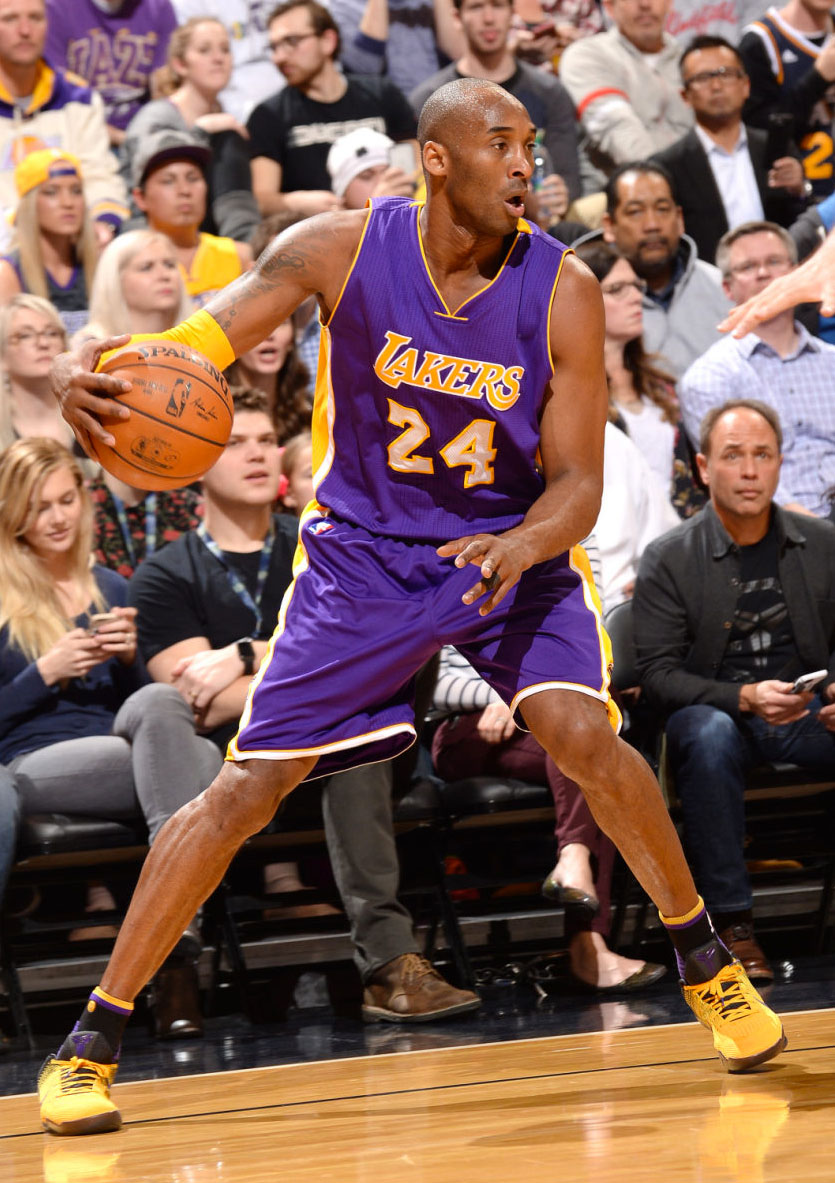 2dabf75cd38c6 SoleWatch: Kobe Bryant Has Short Outing in 'Lakers' Nike Kobe 11 PE ...