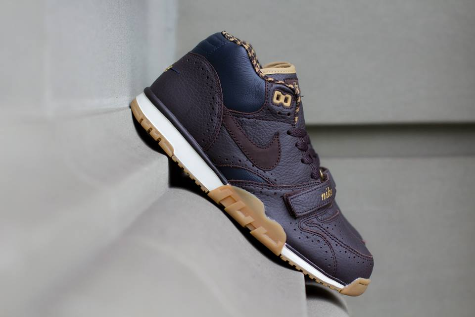 Nike Air Trainer 1 Mid Premium QS Brogue profile