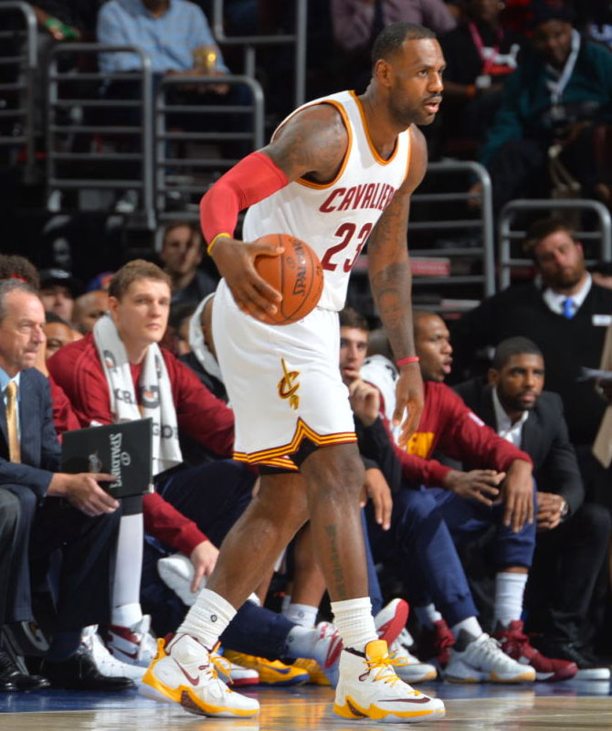 LeBron James Wears White/Wine-Gold Cavs Nike LeBron 13 PE (2)