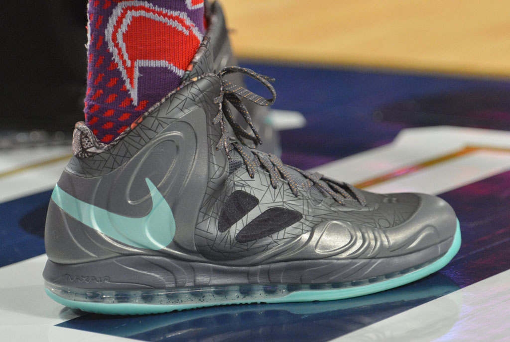 9a2a50aabf34 Anthony Davis wearing Nike AIr Max Hyperposite