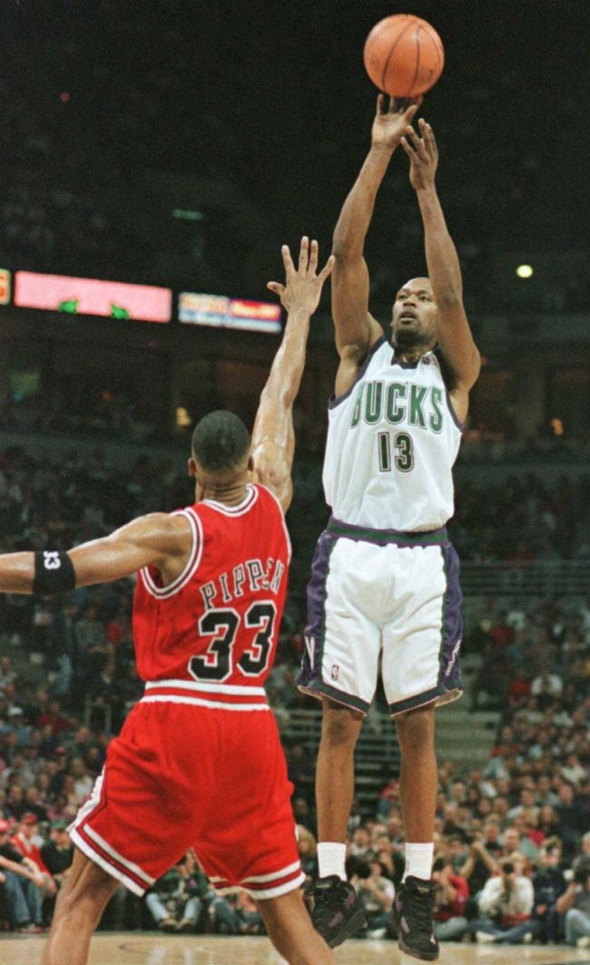 Glenn Robinson wearing Reebok The Rail Milwaukee Bucks