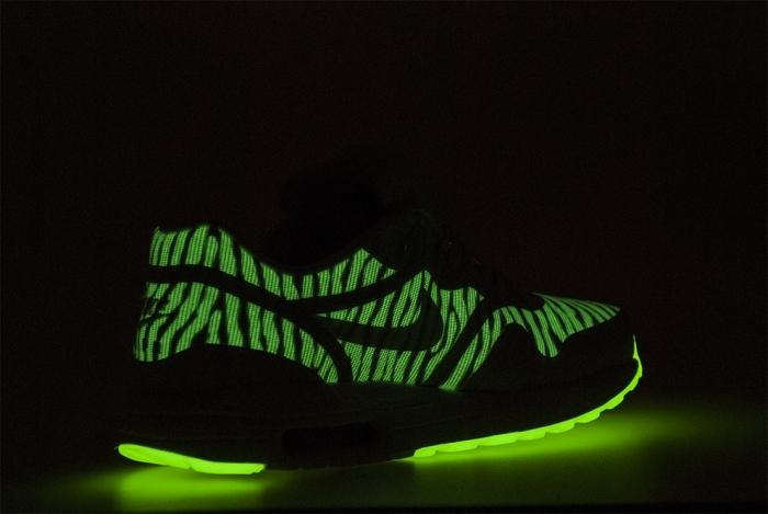 b8f3b604e916 nike air max 1 tape prm glow in the dark details