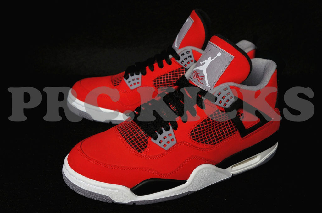air jordan retro 4 fire red white black sole collector. Black Bedroom Furniture Sets. Home Design Ideas