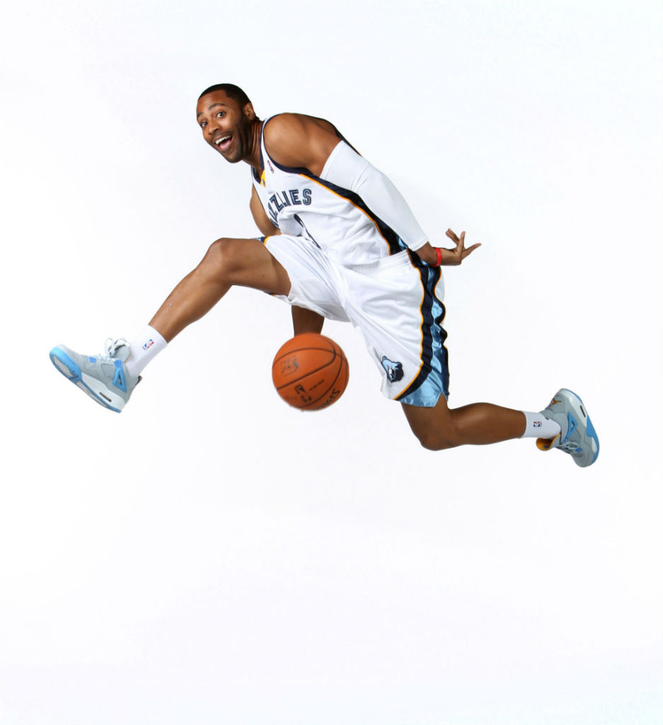 Wayne Ellington wearing Air Jordan IV 4 Mist Blue
