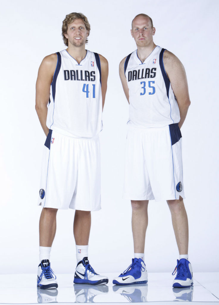Dirk Nowitzki wearing Nike Zoom Hyperdunk 2011 PE; Chris Kaman wearing Nike Air Max Hyperposite