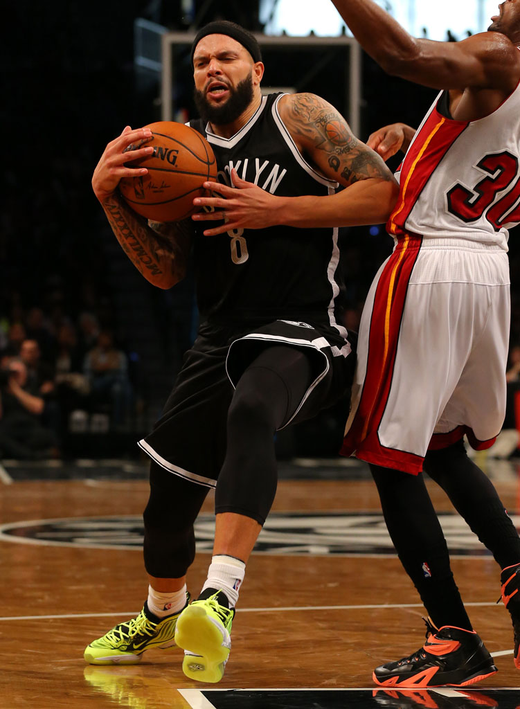 Deron Williams Honors Nets Fan in the 'Volt' Nike Air Penny 5 (2)