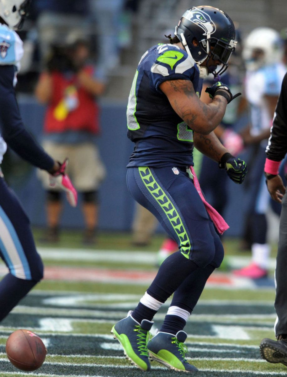 Marshawn Lynch Wears Air Jordan 12 XII PE Cleats (4)