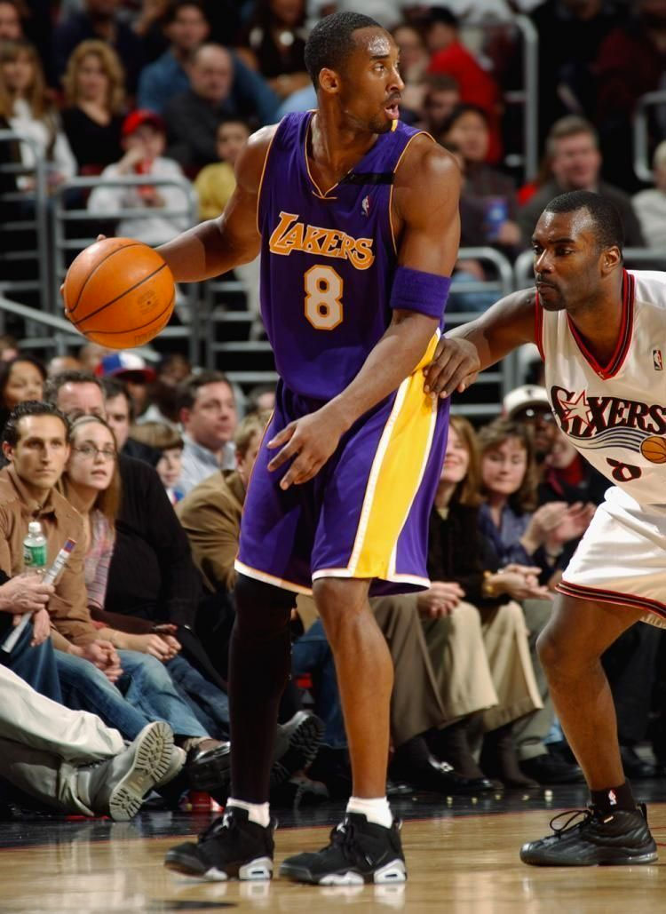 Kobe Bryant wearing the 'Chrome' Air Jordan 6 Low