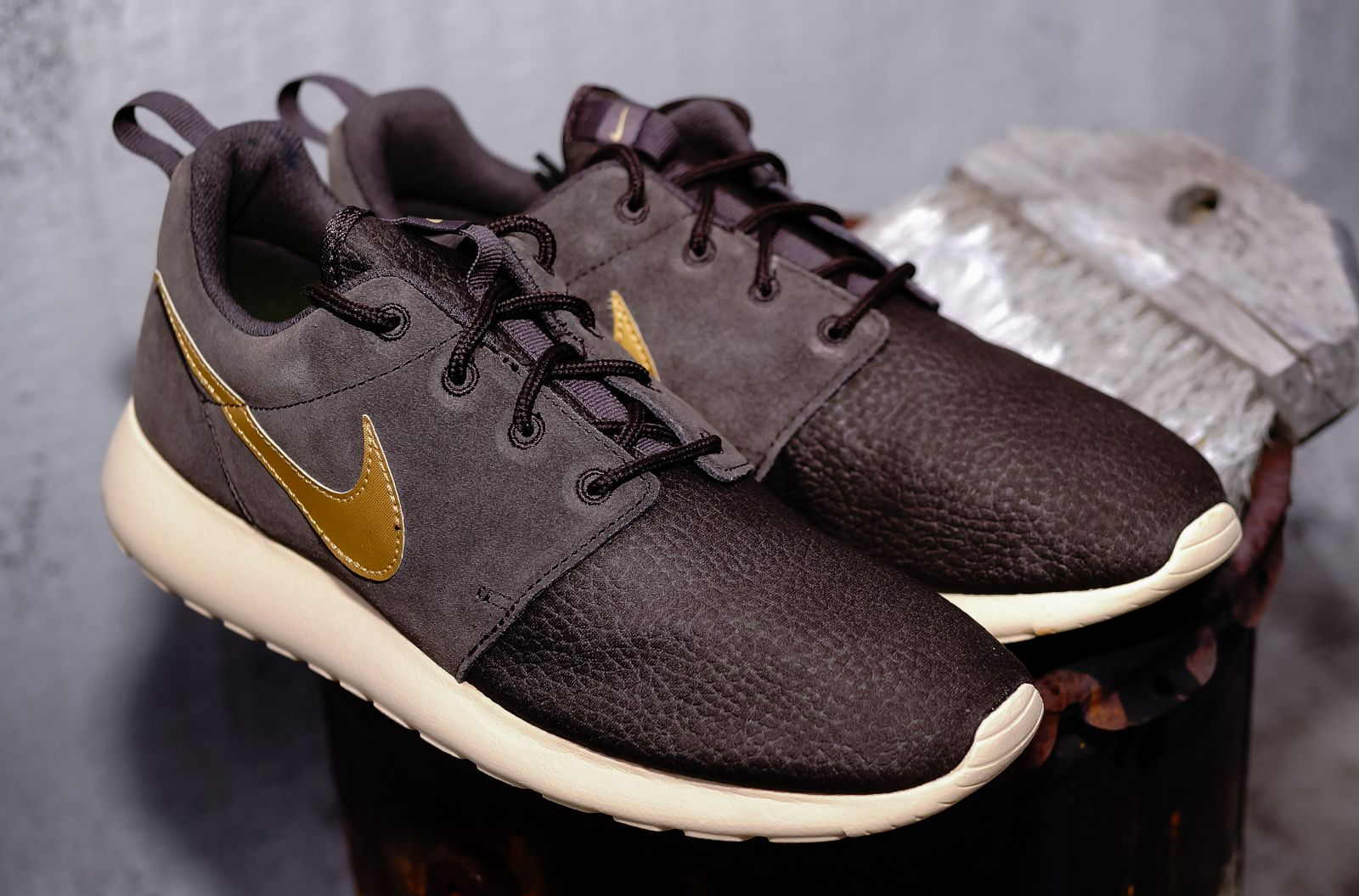 nike roshe velvet brown