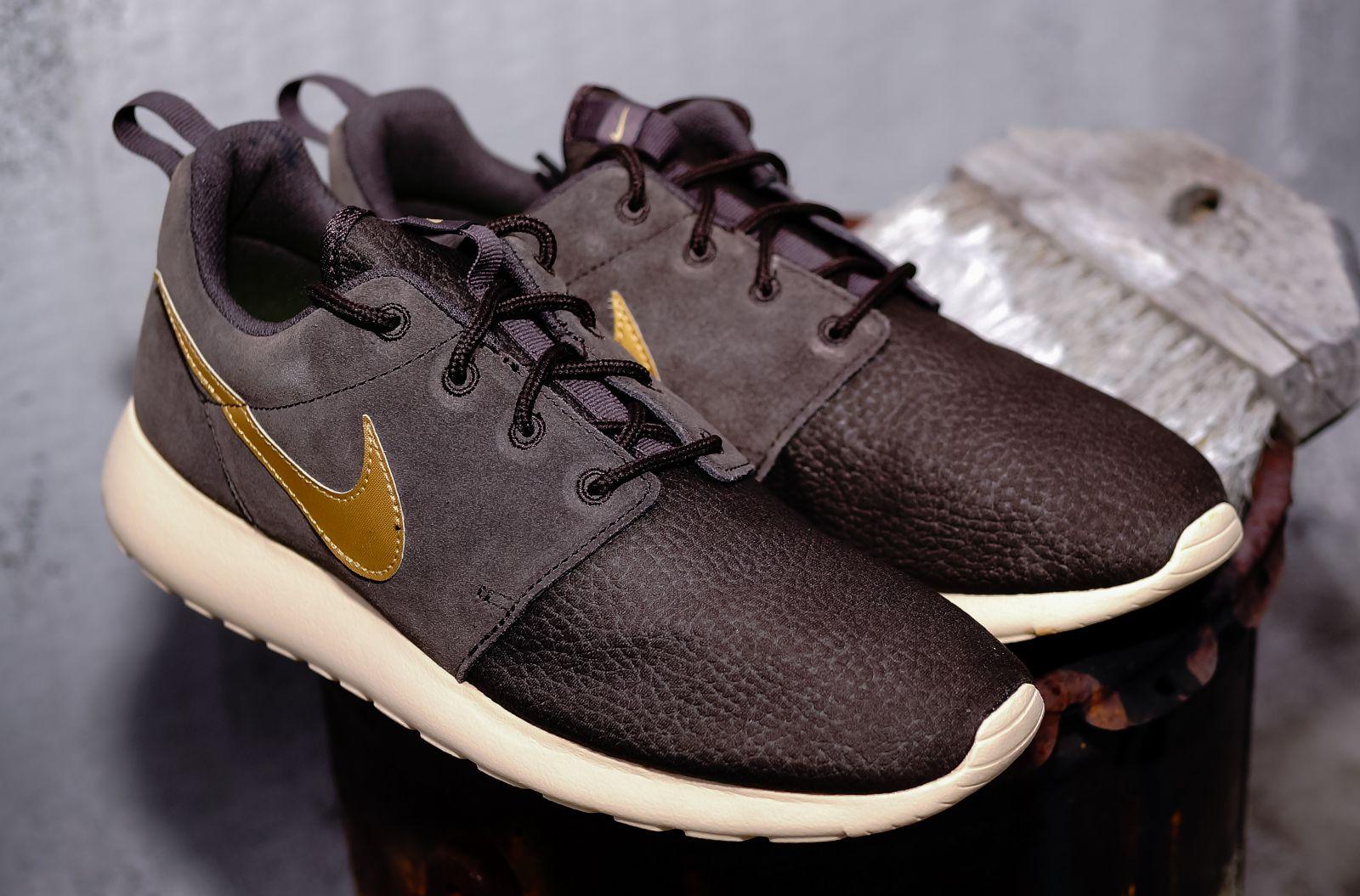 Nike Roshe Brown Gold